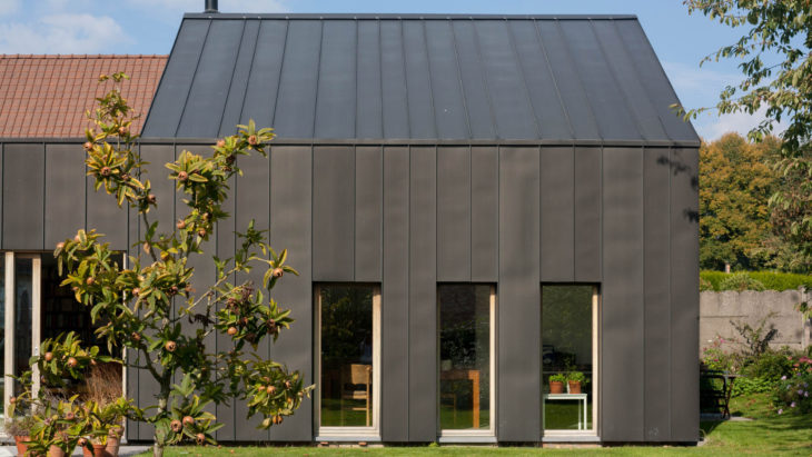 Veld turn former blacksmith's workshop into home extension in Belgium