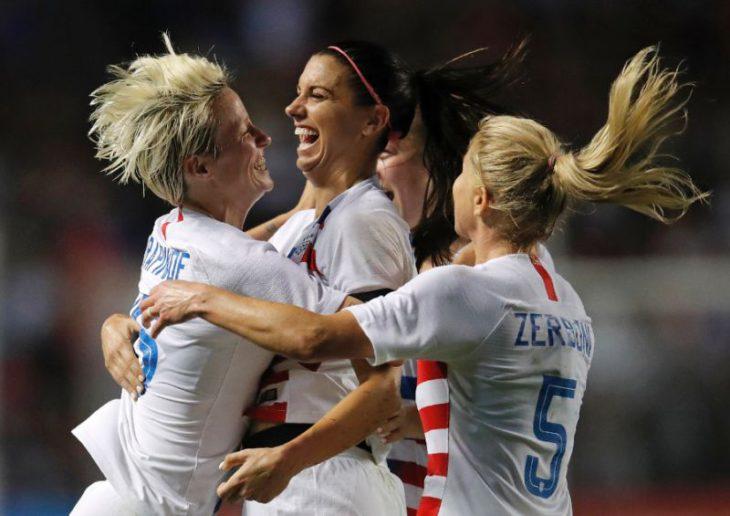 New York showers confetti, love on US women's football team