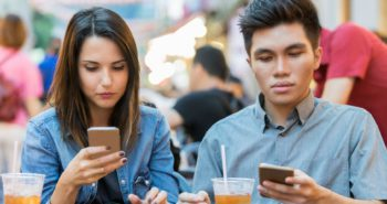 People who are addicted to dating apps may have loneliness and social anxiety in common