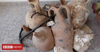 Roman jars found in Spanish seafood shop