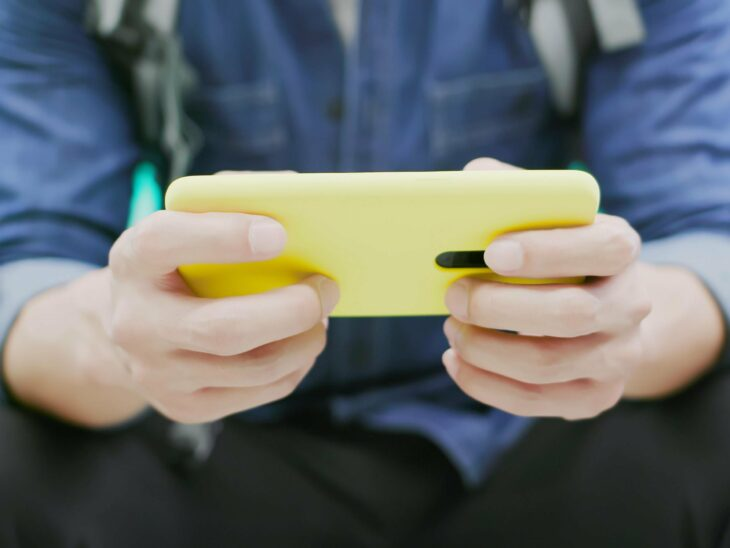 Best apps to play games with friends at home